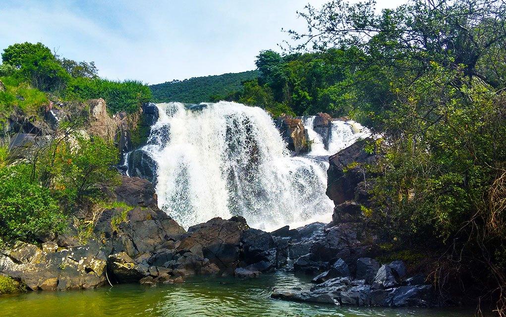 pocos-de-caldas-mg-2016-cachoeira-veu-das-noivas