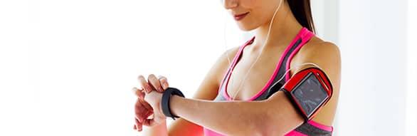 monitor cardíaco corredora e corredor