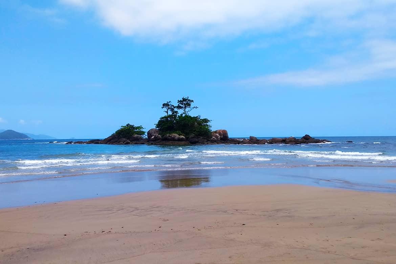 ilhabela castelhanos praia